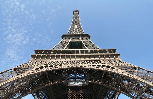 Admira la torre eiffel desde cerca vuelos baratos info for Vuelos de paris a barcelona